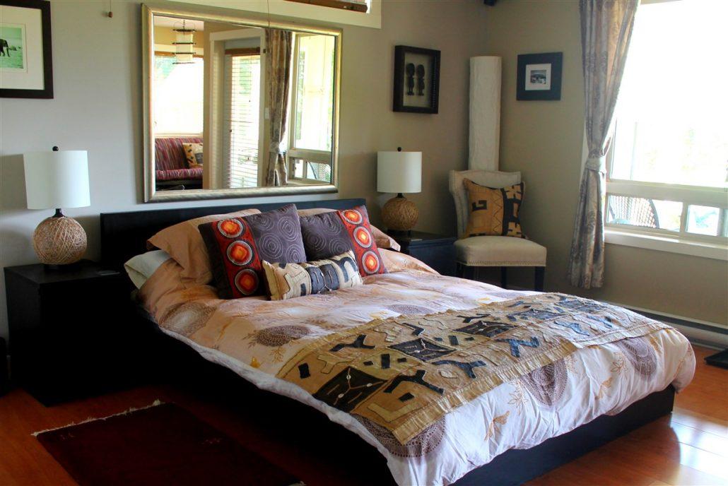 Queen Bed with Garden View